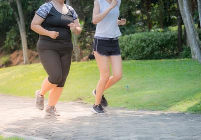 l'alimentation saine et équilibrée entre dans le traitement du surpoids