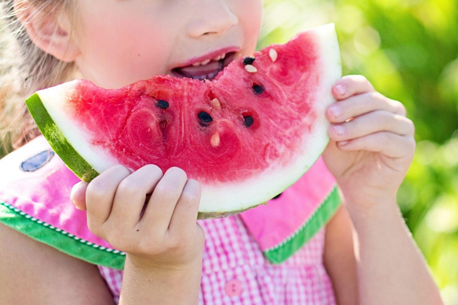 L'alimentation d'un enfant impacte son développement et sa santé.