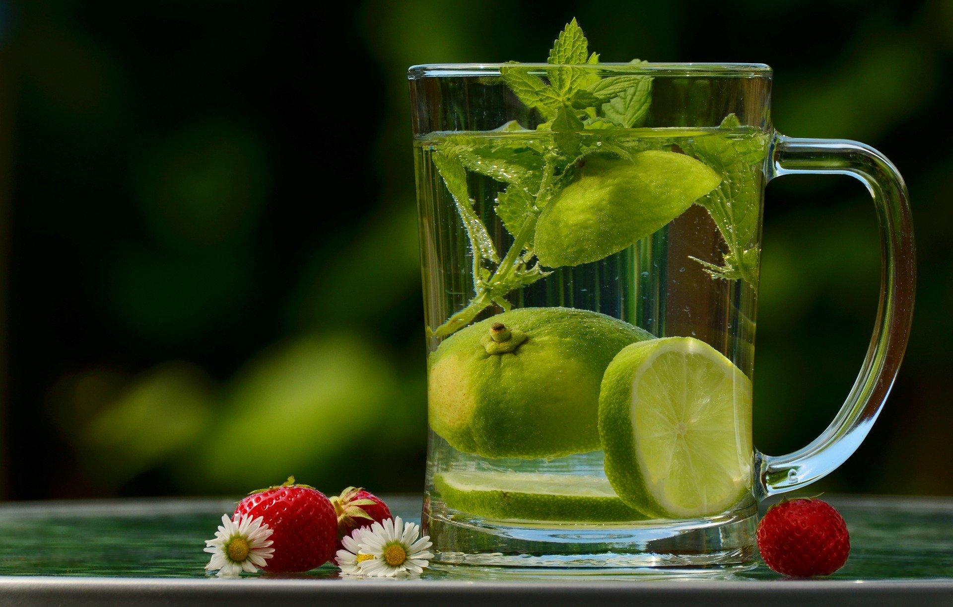 Une hydratation suffisante permet d'avoir une bonne digestion pour maigrir du ventre